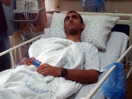 החייל שהותקף בבית החולים (צילום: חדשות 2)