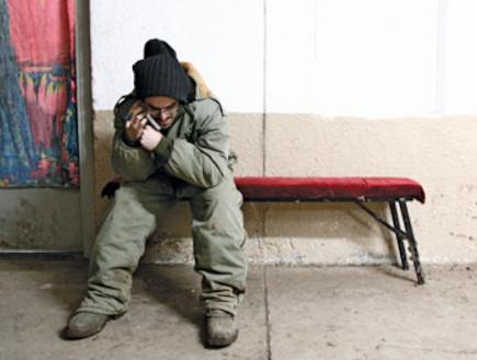 """חייל מדבר בטלפון (צילום: דובר צה""""ל)"""