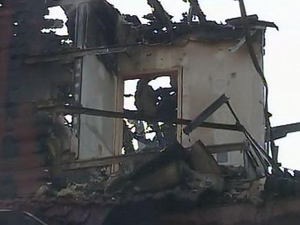 בית שנשרף בשריפה, אתמול (צילום: חדשות 2)