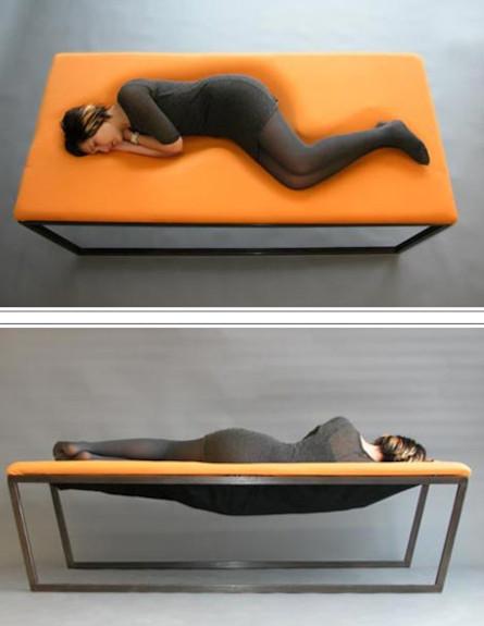 מיטה כתומה (צילום: מתוך האתר-aguinigadesign.com)