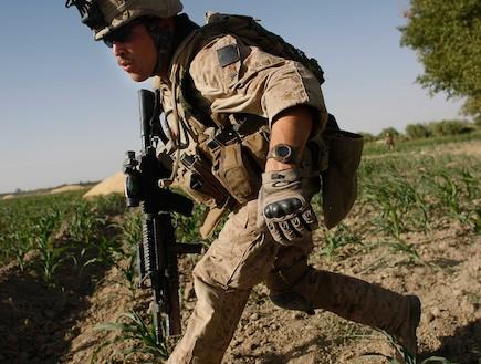 חייל אמריקאי רץ (צילום: Joe Raedle, GettyImages IL)