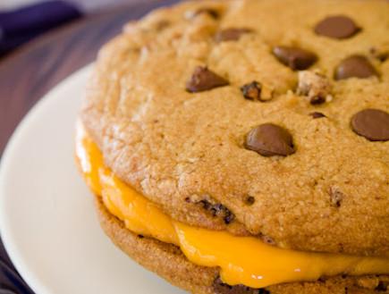 עוגיית שוקולד צ'יפס עם גבינה מותכת (צילום: צילום מסך מהאתר www.cupcakeproject.com)