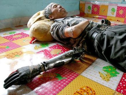 איירון מן הסיני (צילום: dailymail.co.uk)
