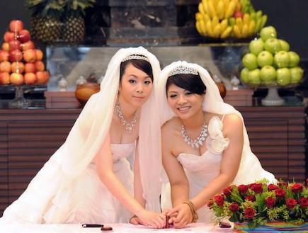 חתונה לסבית בודהיסטית (צילום: SAM YEH, GettyImages IL)