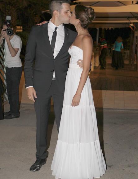 חתונה ימית סול - חתן כלה נשיקה (צילום: ראובן שניידר )
