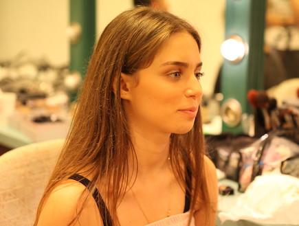 שרון קידושין בחדר האיפור (צילום: אורטל דהן)