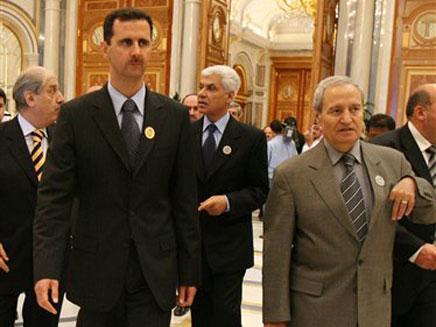 א-שארע עם הנשיא אסד (צילום: AP)