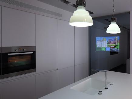 מסך טלוויזיה במטבח, ראשון לציון
