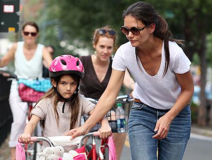 סורי קרוז על אופניים (צילום: Santi/Splash News, Splash news)