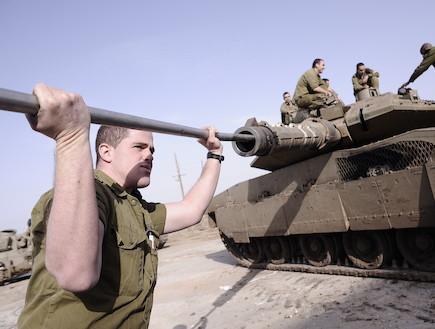 """חיל החימוש (צילום: רומן פורצקי, עיתון """"במחנה"""")"""