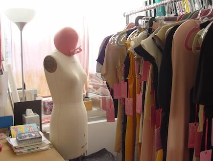 שמלות בסטודיו (צילום: צילום ביתי)