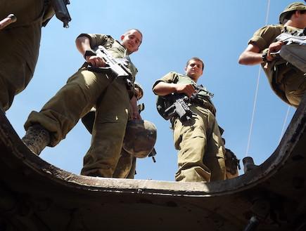 החיילים במדור האכזריות (צילום: שי לוי)