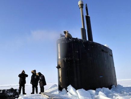"""צוללת הצי האמריקאי """"אנפוליס"""" בקוטב הצפוני (צילום: צבא ארצות הברית)"""