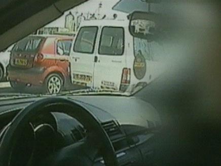 צפו: מורי הנהיגה מצפצפים על החוק (צילום: חדשות 2)