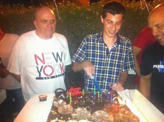 גלעד שליט חוגג יום הולדת 26 (צילום: לירון שמם)