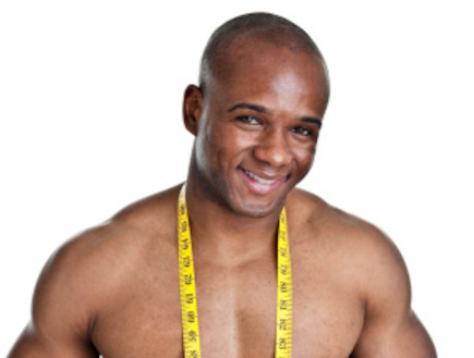 גבר שחור עם סרט מדידה (צילום: אימג'בנק / Thinkstock)