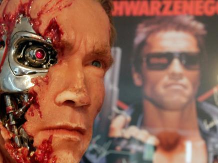 """כך זה ייראה בעתיד? שוורצנגר ב""""שליחות קטלנית"""" (צילום: רויטרס)"""