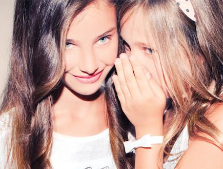 ילדות מצחקקות (צילום: styleriver)