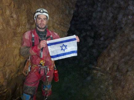 שיא עולמי - במקום הכי נמוך במערה (צילום: חדשות 2)