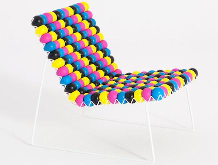 כיסא עם כדורים (צילום: www.outdoorzgallery.com)