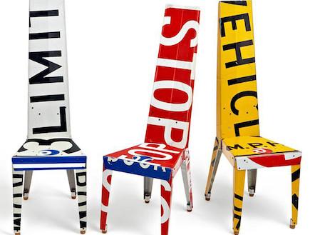כיסאות עם כיתובים (צילום: borisbally.com)