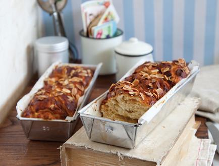 קראנץ דבש ושקדים (צילום: דלית רוסו, 100 העוגות הטובות של על השולחן)