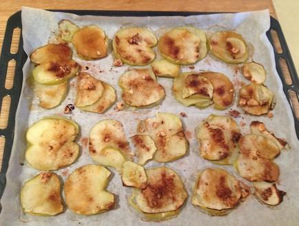 נשנוש תפוחי עץ מיכל צפיר (צילום: תומר ושחר צלמים)
