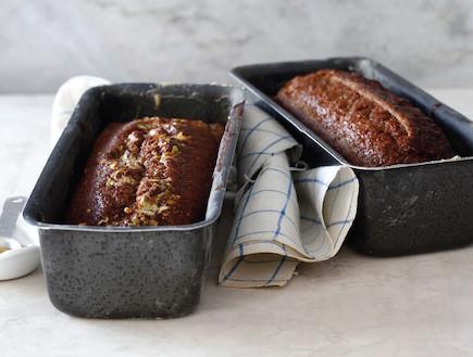 """עוגת דבש עם חלבה (צילום: אפיק גבאי, ככה אופים את זה, הוצאת כלטקסט, בוטיק של מילים בע""""מ)"""