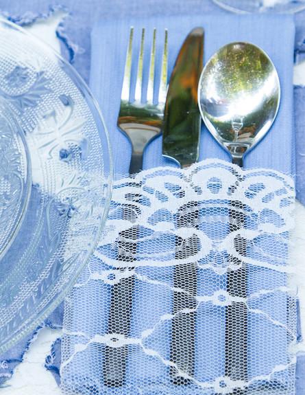 שולחן חג-מפית תחרה על סכום בעיצוב שלומי ומוליק (צילום: ליאור קסון)