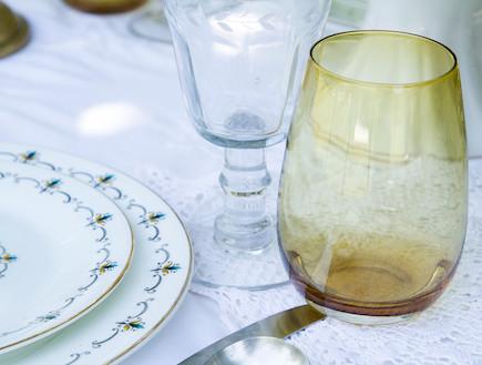 שולן חג-כוסות בעיצוב רוני דה-ליידה (צילום: ליאור קסון)