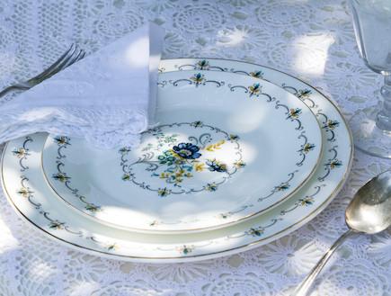 שולחן חג-צלחת מקושטת בעיצוב רוני דה-ליידה (צילום: ליאור קסון)