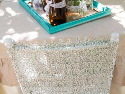 שולחן חג-כיסא בעיצוב הבאר של סבא (צילום: ליאור קסון)