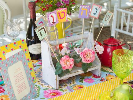 שולחן חג-ספסל בשולחן בעיצוב אורית זילברמן (צילום: ליאור קסון)