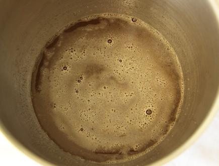עוגת דבש חן שוקרון - מיקסר עם החומרים הרטובים