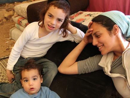 רחל לוי וילדיה (צילום: תומר ושחר צלמים)