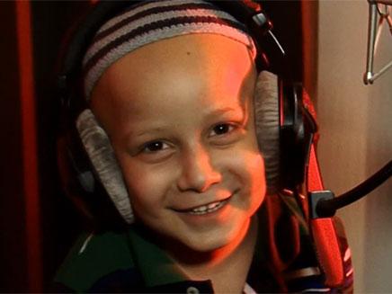 שחר בן ה-6 מגשים את חלומו (צילום: חדשות 2)