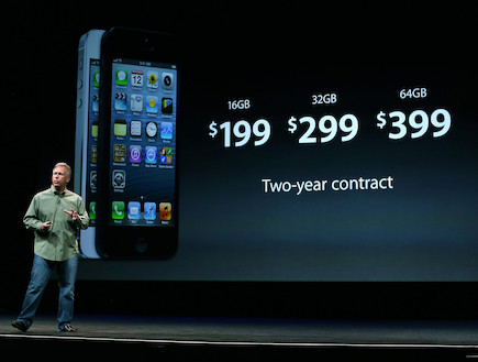 פיל שילר, מנהל השיווק של אפל מציג את אייפון 5 (צילום: Justin Sullivan, GettyImages IL)