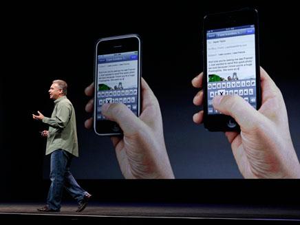 טים קוק מציג את האייפון 5 (צילום: AP)