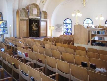 בית הכנסת קונכיה -כיסאות מתפללים