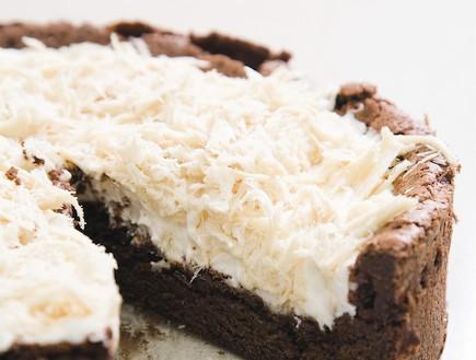 עוגת סופלה שוקולד ומוס חלבה – ללא תוספת סוכר (צילום: דניאל לילה, סוגת)