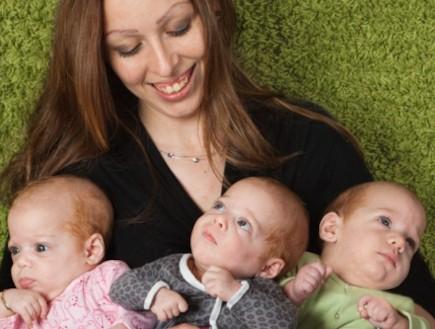 """שלישייה בבגדי התינוקות של preemee (צילום: ענת זילברמן גנדלין, """"מון לייט"""")"""