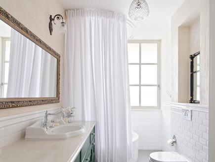 ספר בתים, חדר אמבטיה פואטי מתוך פרק חדרי רחצה (צילום: שי אדם)