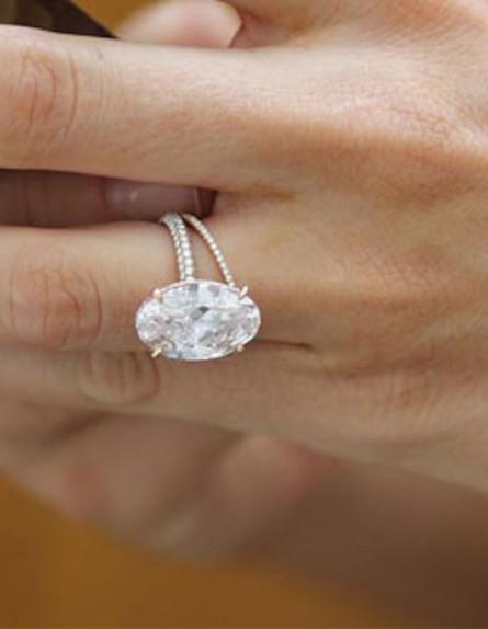 הטבעת של בלייק לייבלי