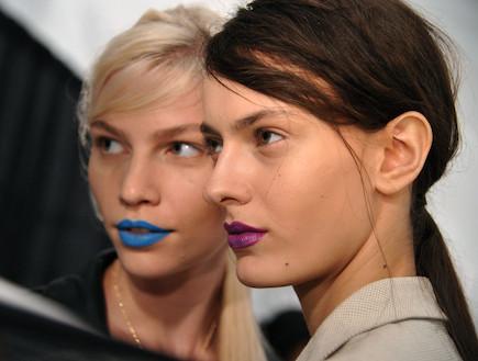המראה הטרנדי, שפתון כחול, שפתון סגול, שפתונים (צילום: Mike Coppola, GettyImages IL)