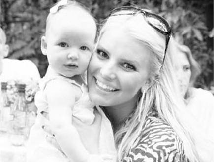 ג'סיקה סימפסון והתינוקת