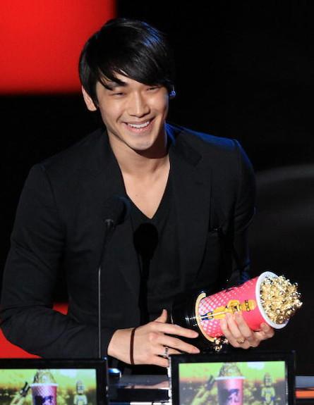 ריין מקבל את פרס MTV (צילום: Christopher Polk, GettyImages IL)