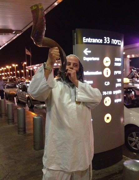 רגע לפני הטיסה לאומן (צילום: רועי עסיס)