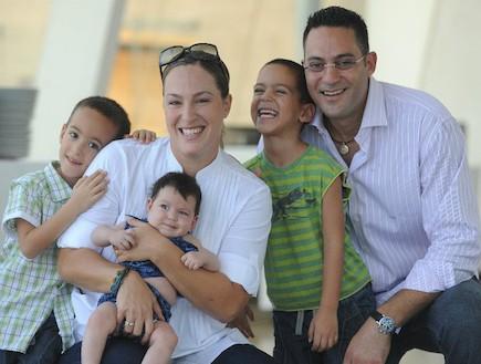 ליטל אוהב ציון ובני משפחתה (צילום: תומר ושחר צלמים)