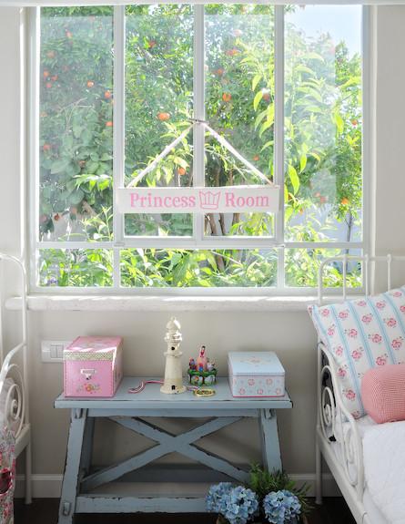 חלון בחדר שינה (צילום: שי אדם)