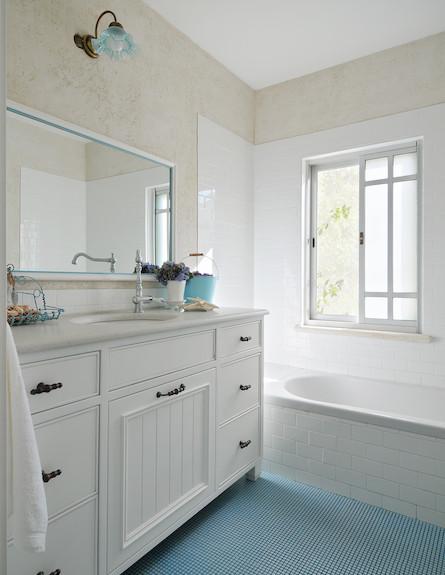 אמבטיה (צילום: שי אדם)